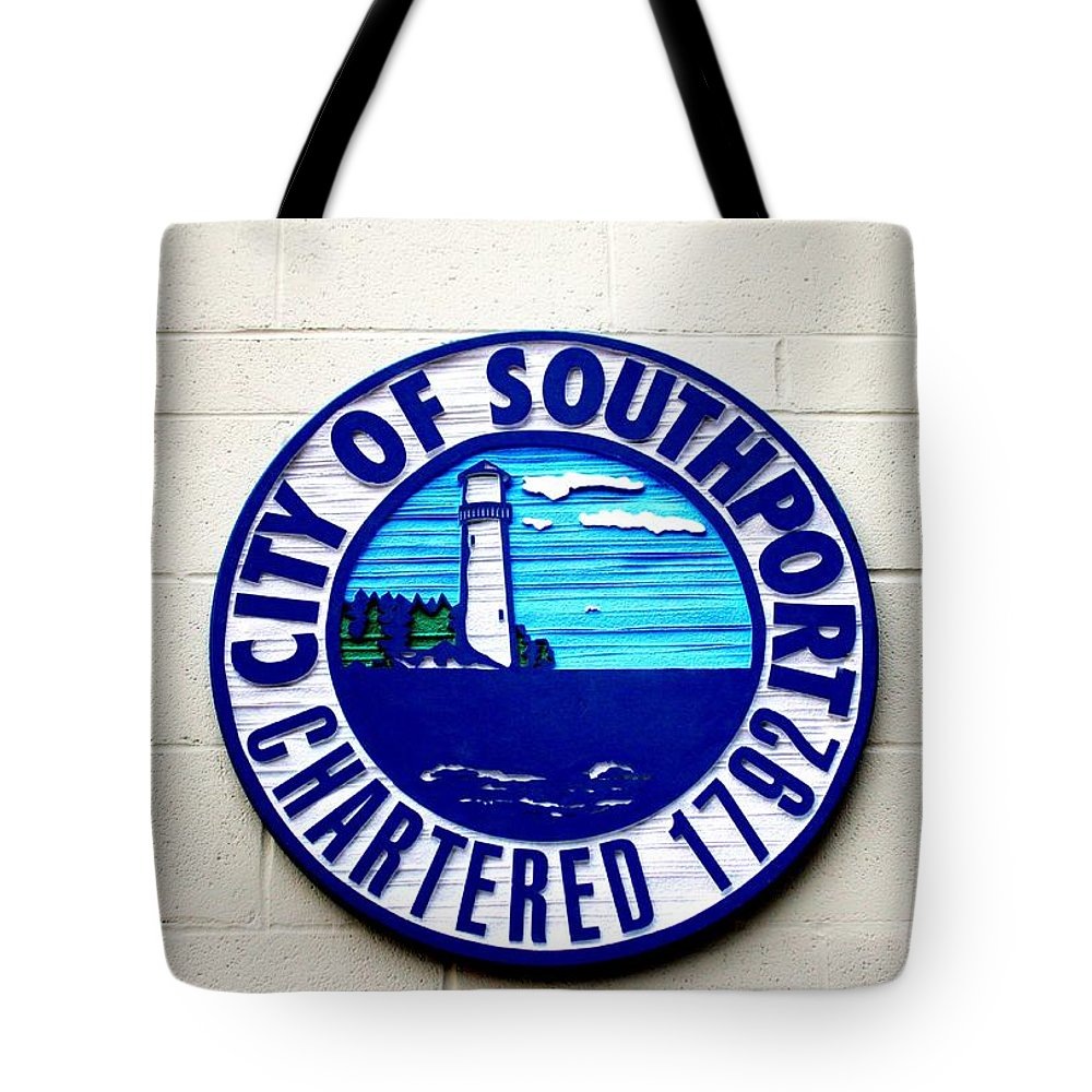 City Tote Bag featuring the photograph Fun Place To Visit by Cynthia Guinn