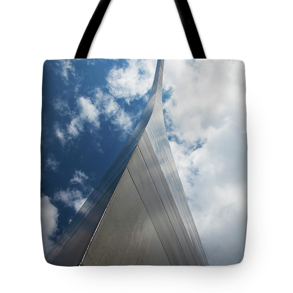 Arch Tote Bag featuring the photograph Gateway Arch, St. Louis, Missouri by Elisabeth Pollaert Smith