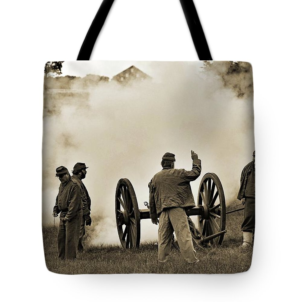 Gettysburg Battlefield Tote Bag featuring the photograph Gettysburg Battlefield - Confederate Artillerymen Firing Cannon by Cindy Treger