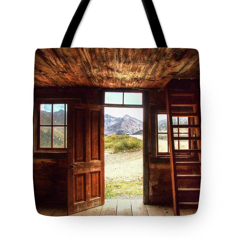 Cabin Tote Bag featuring the photograph Ghost Town Cabin by Jim Allsopp