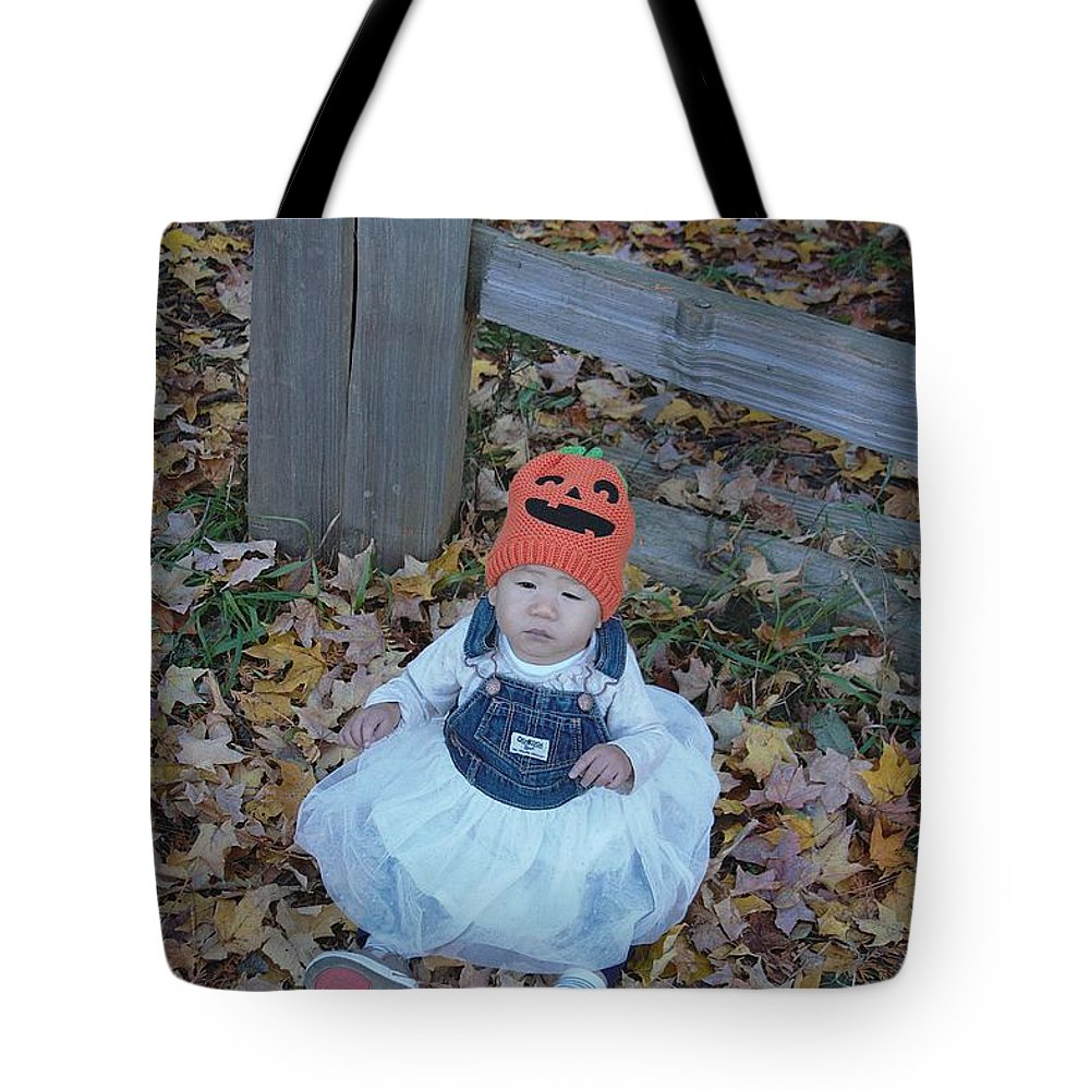 Tote Bag featuring the photograph Gls Img 1585 by Gayle Scheel