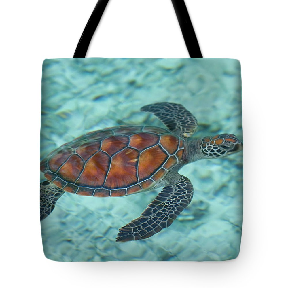 Underwater Tote Bag featuring the photograph Green Sea Turtle by Mako Photo