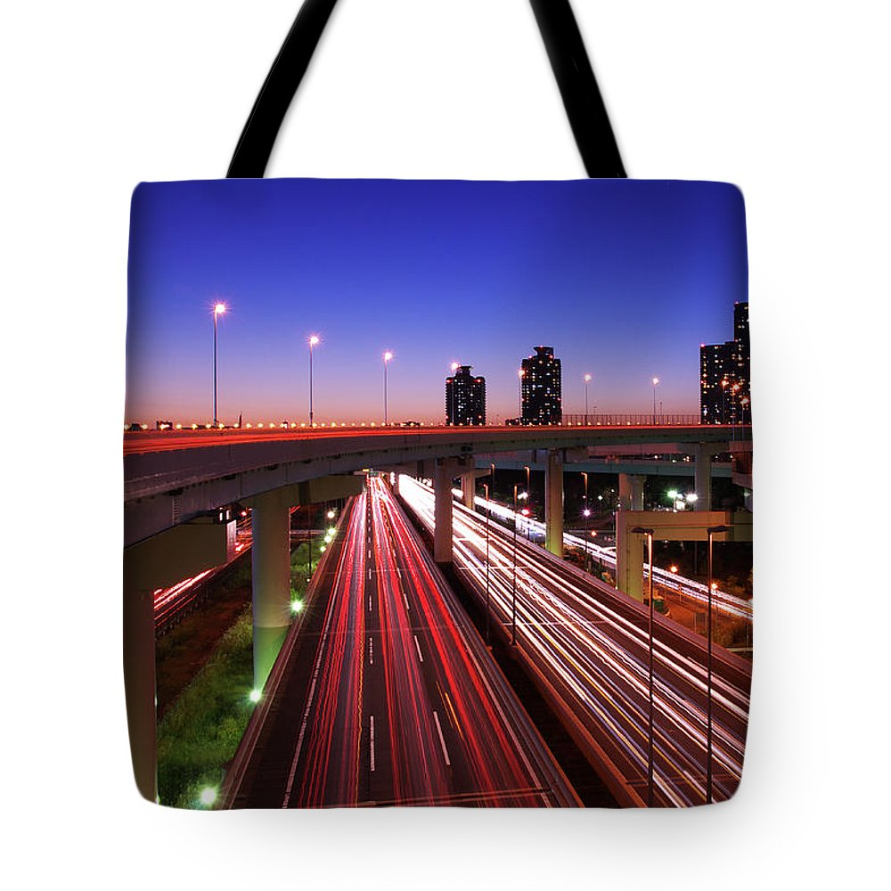 Two Lane Highway Tote Bag featuring the photograph Highway At Night by Takuya Igarashi