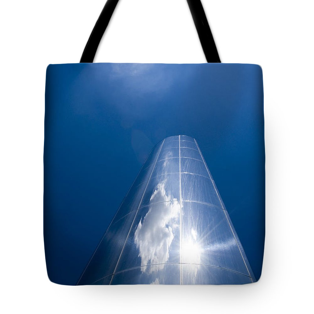 21st Century Tote Bag featuring the photograph Looking Up by Skankster