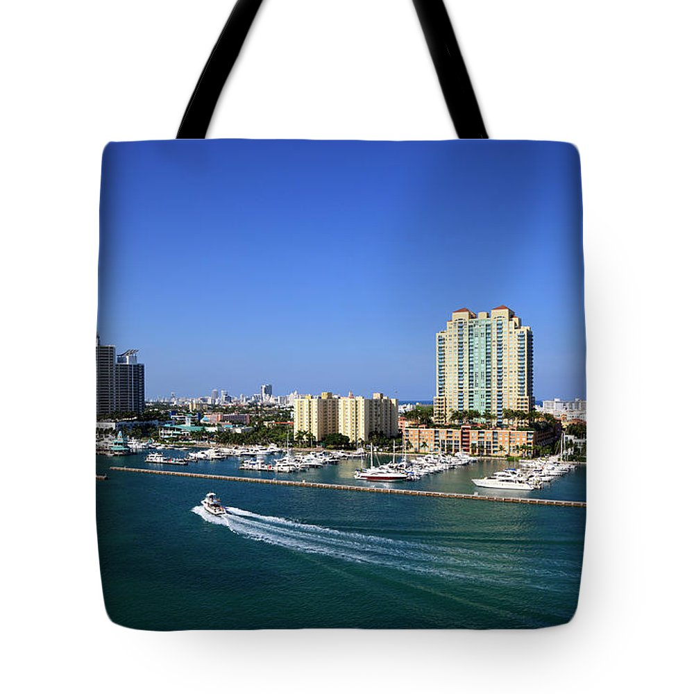 Built Structure Tote Bag featuring the photograph Miami Beach Marina by Jorgegonzalez