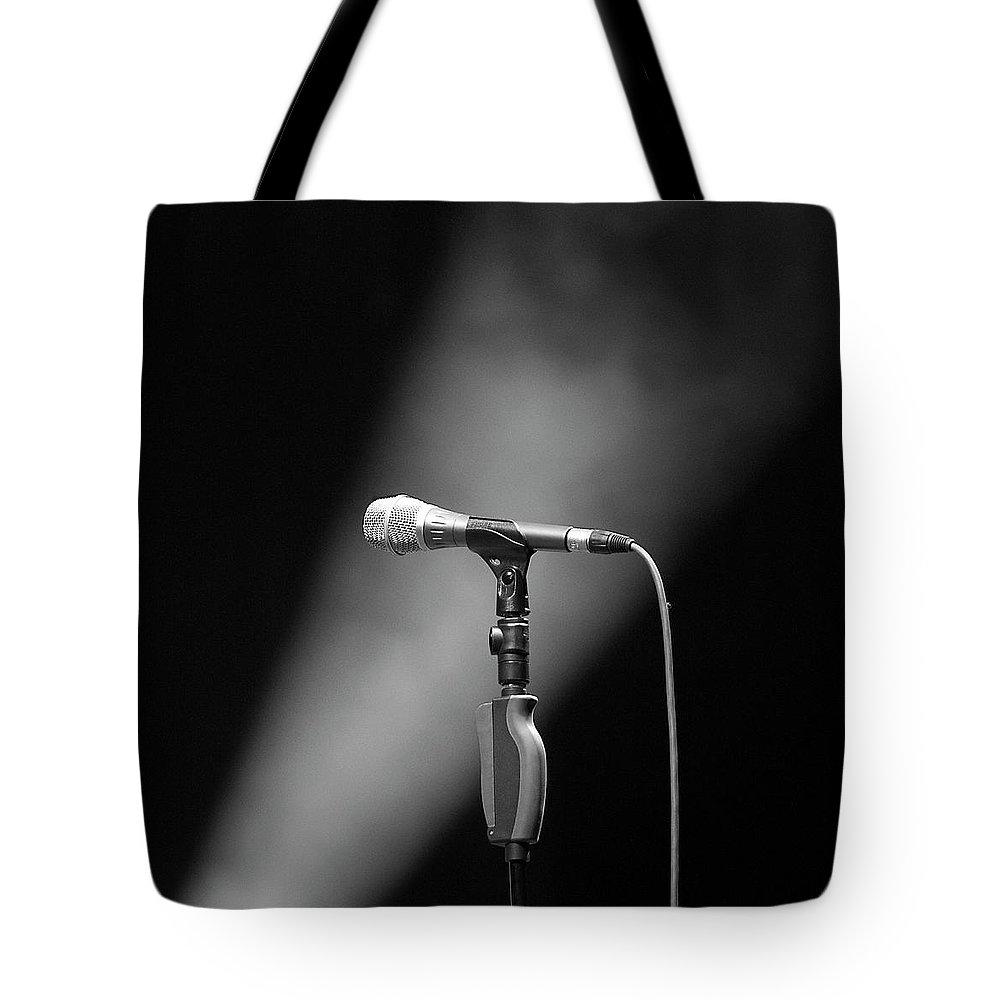 Performance Tote Bag featuring the photograph Micro by Fotografiiando El Mundo