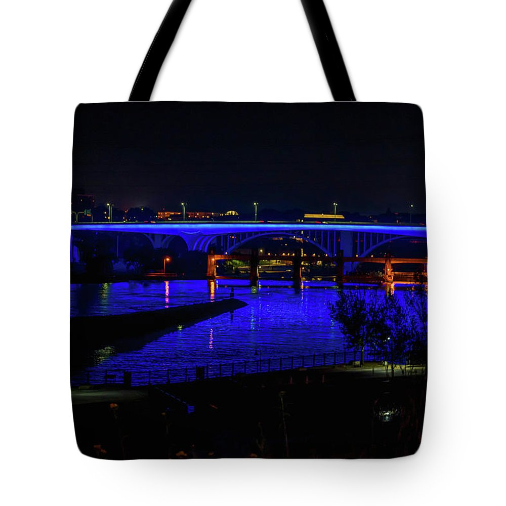 Minnesota Tote Bag featuring the photograph Minneapolis 17 by Will Wagner