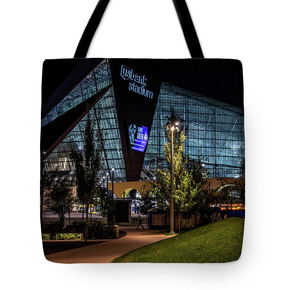 Minnesota Tote Bag featuring the photograph Minneapolis 19 by Will Wagner
