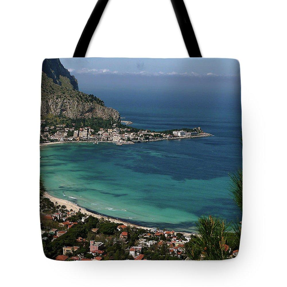 Scenics Tote Bag featuring the photograph Mondello Mare E Cielo by Foto Pietro Columba