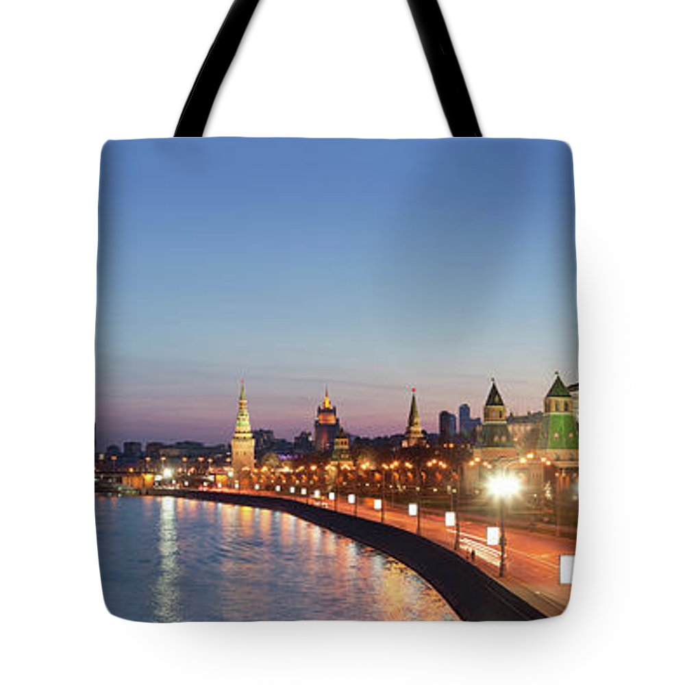 Panoramic Tote Bag featuring the photograph Moscow River At Dusk by Siegfried Layda