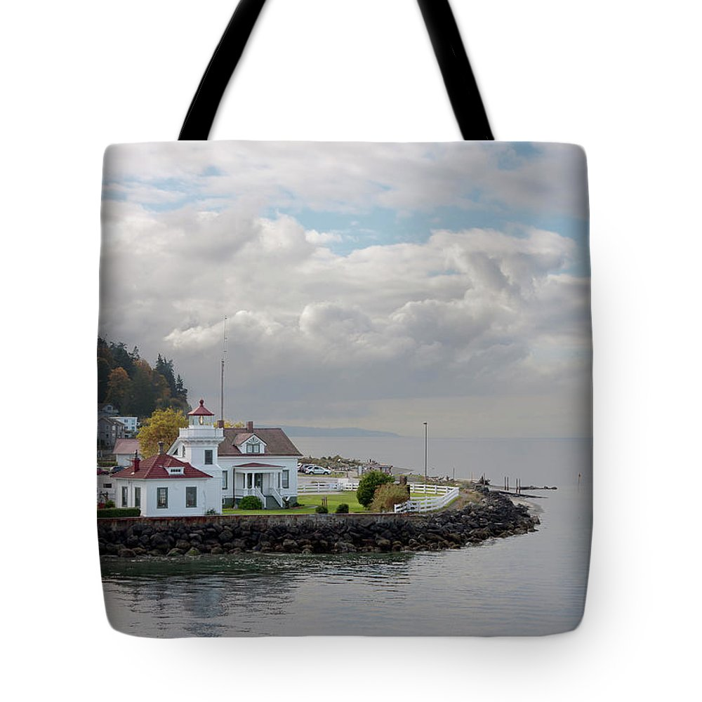 Water's Edge Tote Bag featuring the photograph Mukilteo Lighthouse On Puget Sound by Stevedf