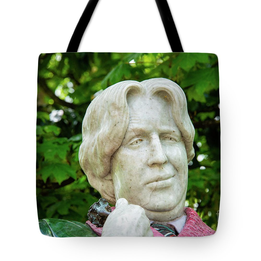 Dublin Tote Bag featuring the photograph Oscar Wilde Statue One by Bob Phillips