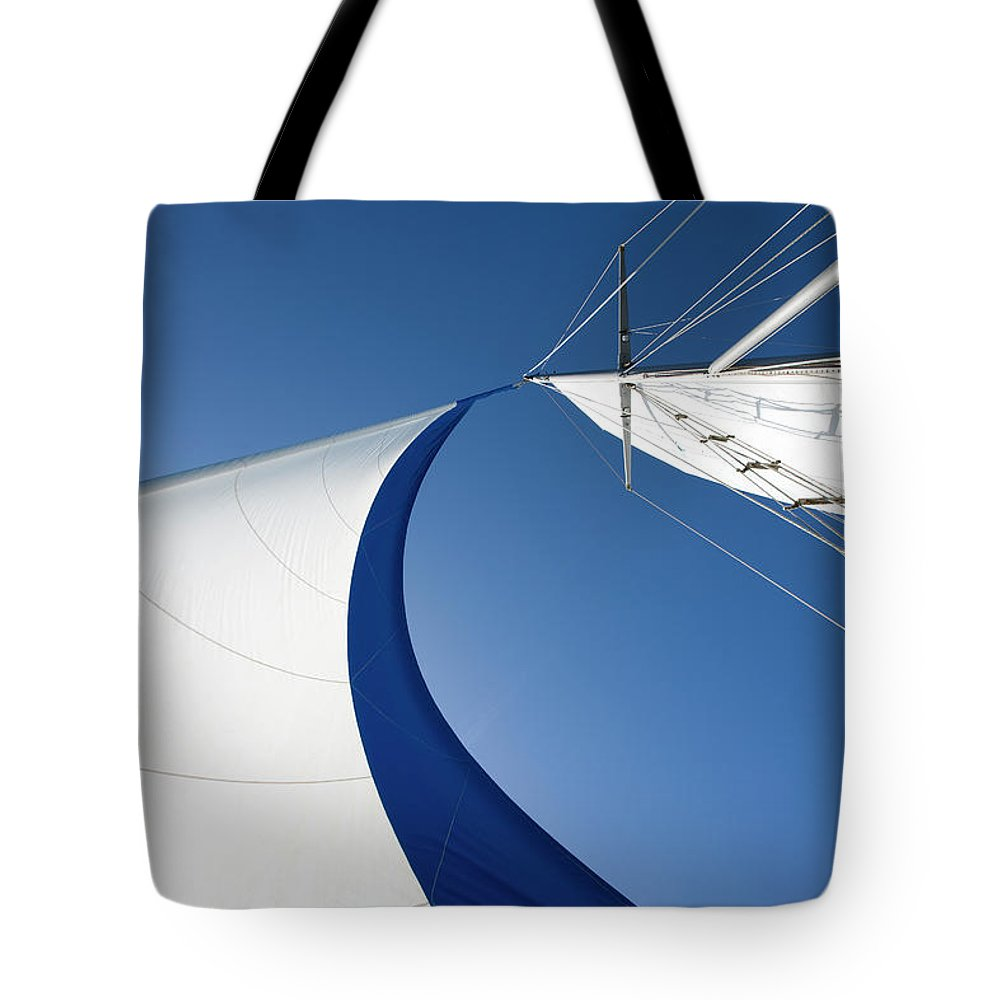 Curve Tote Bag featuring the photograph Sailing by Tammy616