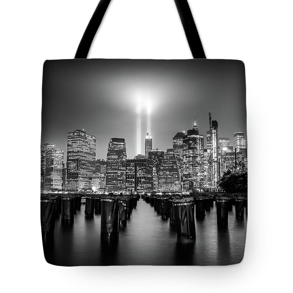 New York Tote Bag featuring the photograph Spirit Of New York by Nicklas Gustafsson