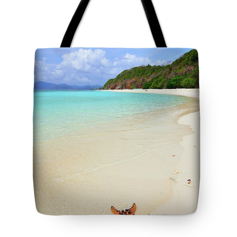 Water's Edge Tote Bag featuring the photograph Starfish On Beach Sand by Joyoyo Chen