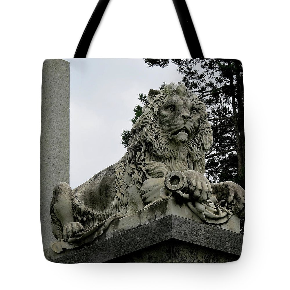 General Robert Patterson Tote Bag featuring the photograph The Patterson Lion by Linda Stern