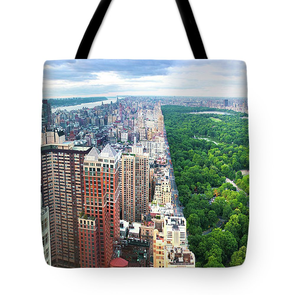 Tranquility Tote Bag featuring the photograph Trump Intl Hotel And Tower by Tony Shi Photography