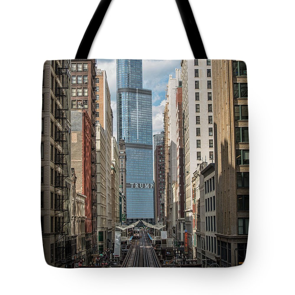 Chicago Tote Bag featuring the photograph Trump Tower by Jim Pearson
