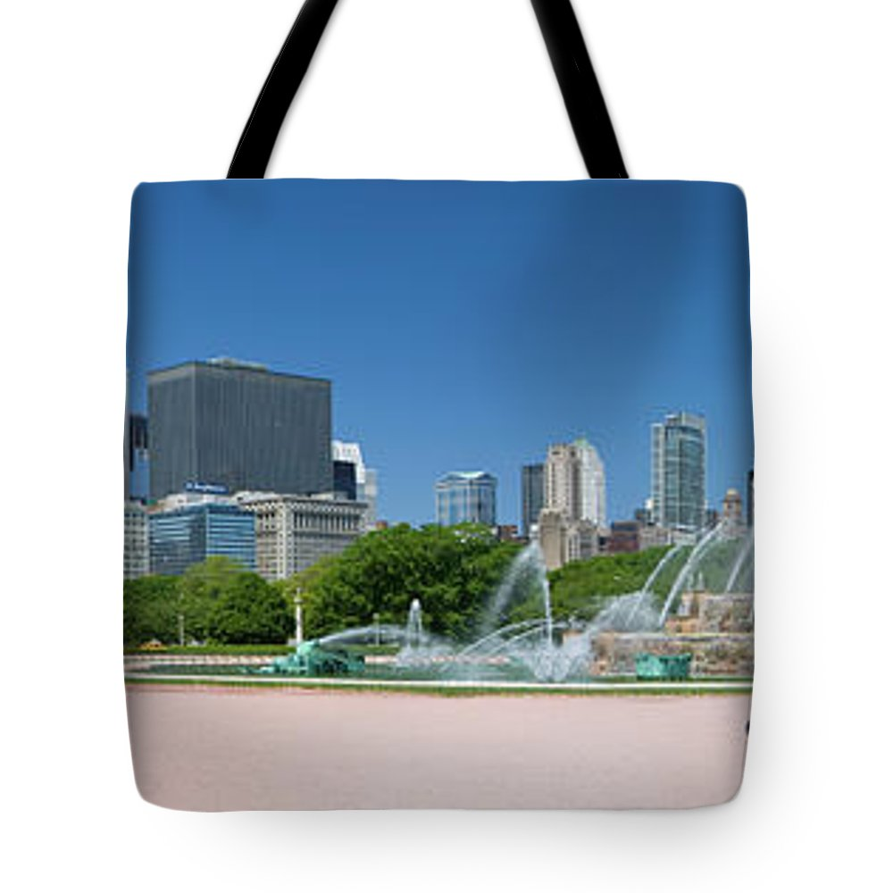 Panoramic Tote Bag featuring the photograph Usa, Michigan, Chicago, Buckingham by Travelpix Ltd
