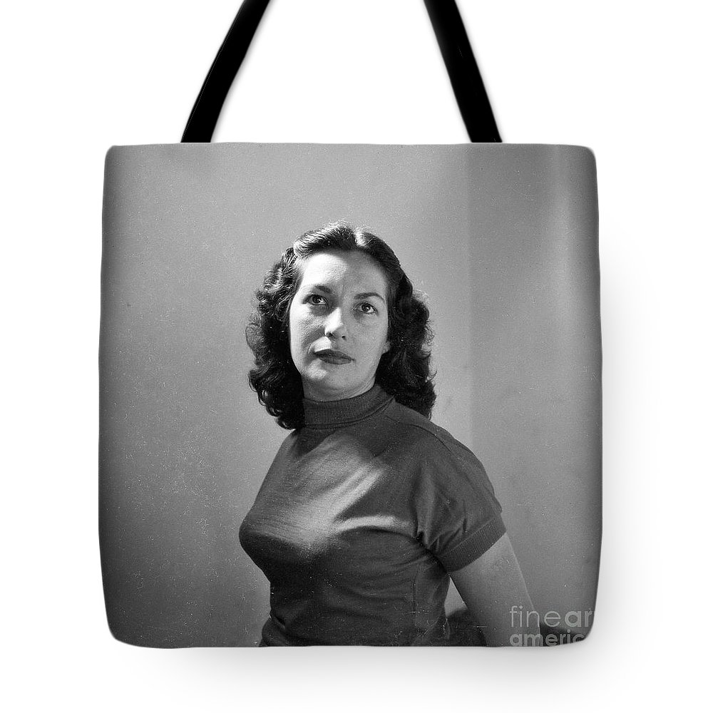 Woman Tote Bag featuring the photograph Woman Posed by Venancio Diaz