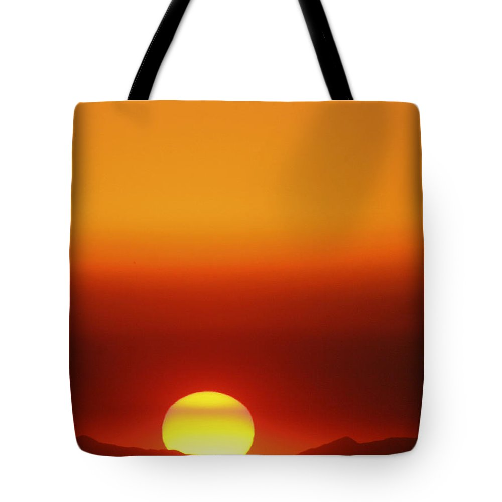 Catalina Sunset Tote Bag featuring the photograph Catalina Sun by Andre Aleksis