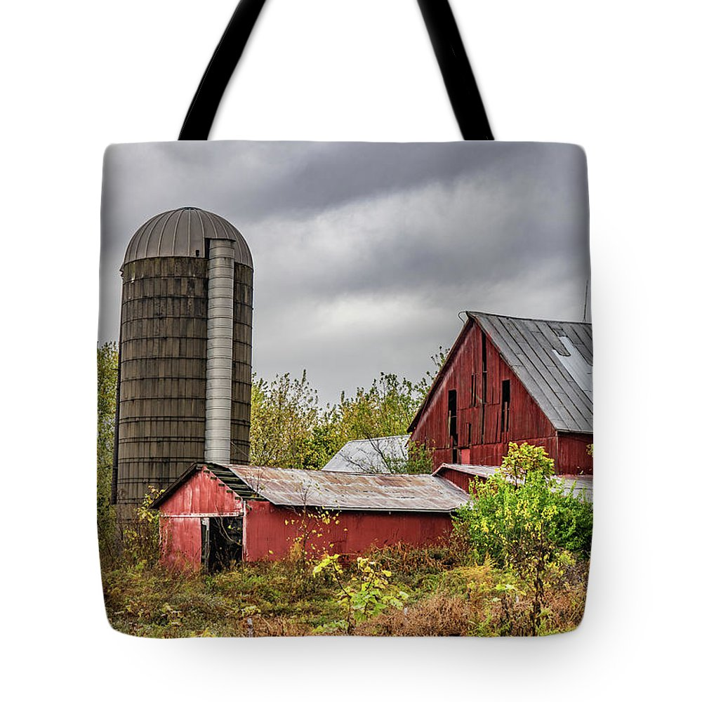 Landscape Tote Bag featuring the photograph Indiana Barn #108 by Scott Smith