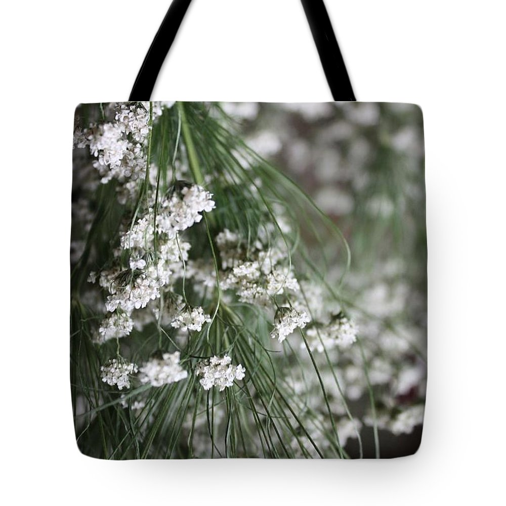 Queen Anne's Lace Tote Bag featuring the photograph Queen Anne's Lace by Vicki Cridland