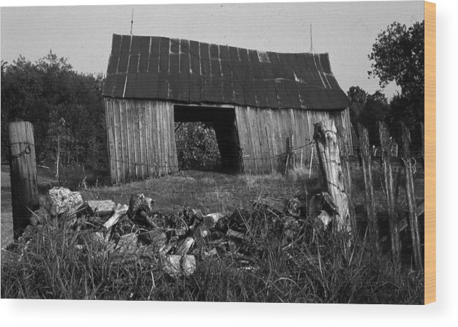 Vintage Wood Print featuring the photograph Lloyd-shanks-barn-4 by Curtis J Neeley Jr