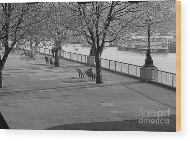 Landscape. Thames Walkway Wood Print featuring the photograph Thames Walkway by Richard Morris