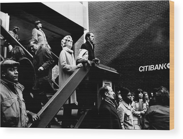 Nyc Wood Print featuring the photograph People Watching A Fire - Nyc - 1980 by Joe Billera