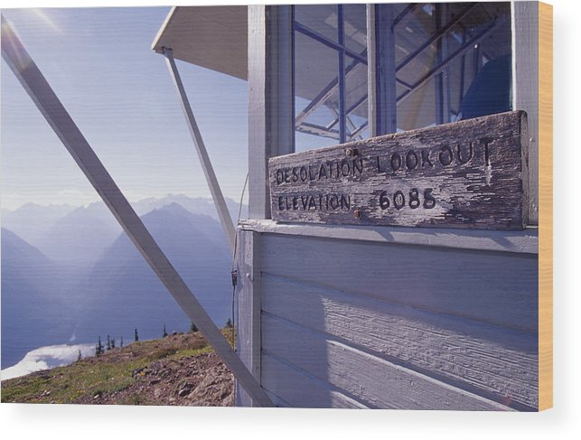 Desolation Peak Wood Print featuring the photograph Desolation Peak Fire Lookout Cabin Sign by David Pluth