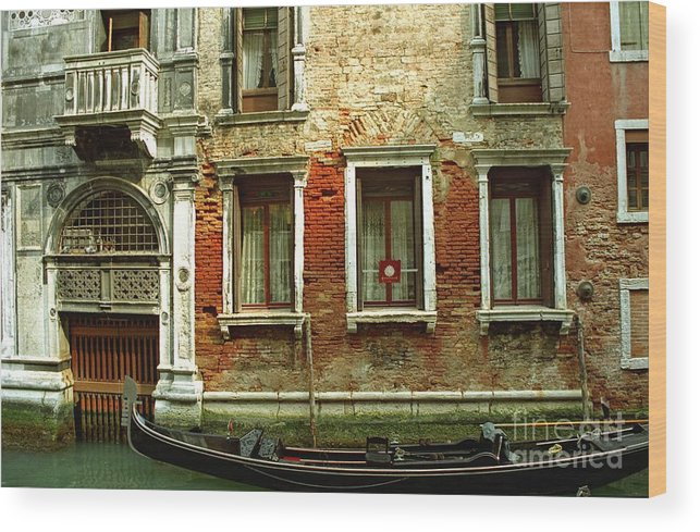 Venice Wood Print featuring the photograph Gondola In Front Of House In Venice by Michael Henderson