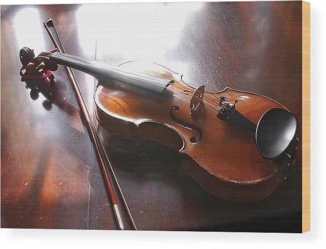 Violin Wood Print featuring the photograph Violin On Table by Steve Somerville