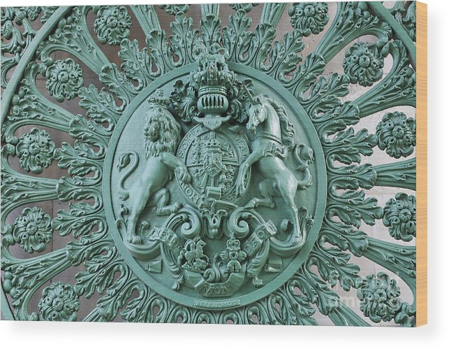 Lion And Unicorn Wood Print featuring the photograph Royal Lion And Unicorn Coat Of Arms On The Gate Of The Wellington Arch At Hyde Park Corner London by Robert Preston