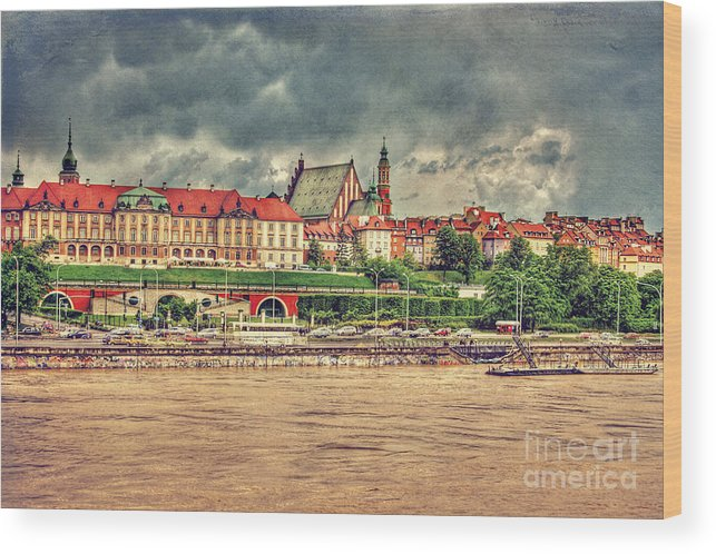 City Photographs Wood Print featuring the digital art Warsaw View Of The Royal Castle Hdr by Izabela Kaminska