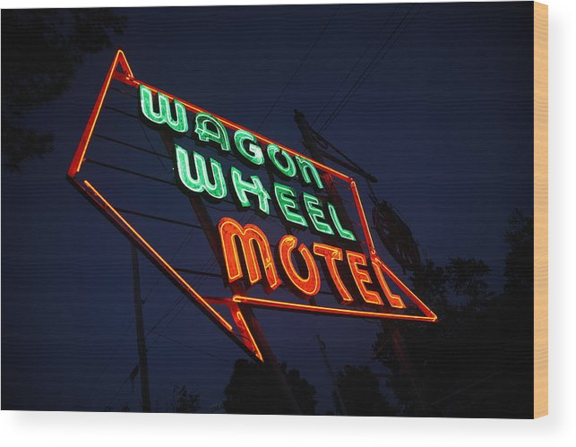66 Wood Print featuring the photograph Route 66 - Wagon Wheel Motel by Frank Romeo
