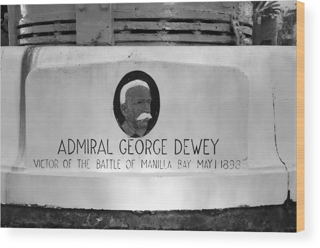 Admiral George Dewey Wood Print featuring the photograph Admiral Dewey Monument by David Lee Thompson