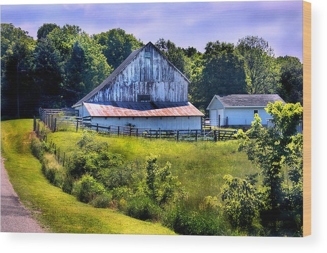 Landscape Wood Print featuring the photograph Back Roads Country Barn by Virginia Folkman