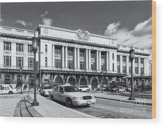 Clarence Holmes Wood Print featuring the photograph Baltimore Pennsylvania Station Iv by Clarence Holmes