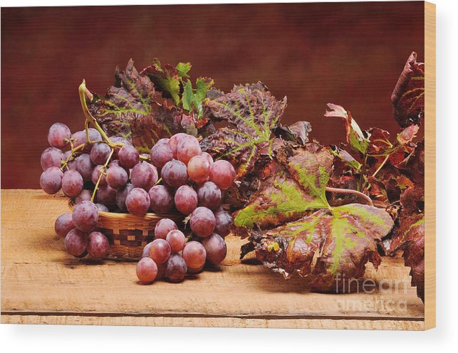 Abstract Wood Print featuring the photograph Bunch Of Grapes by Bruno D'Andrea