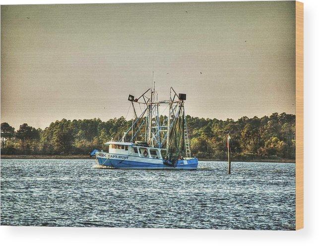 Alabama Wood Print featuring the digital art Capt Hunt by Michael Thomas