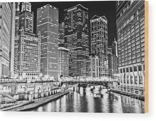 America Wood Print featuring the photograph Chicago River Skyline At Night Black And White Picture by Paul Velgos