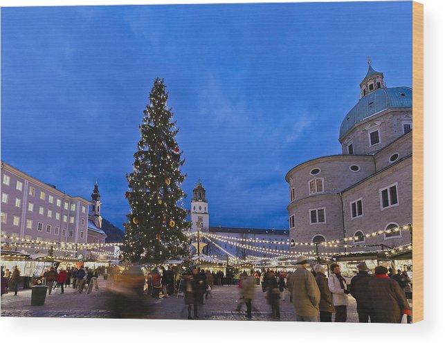 Salzburg Christmas Market.Christmas Market In Residenzplatz Salzburg Wood Print