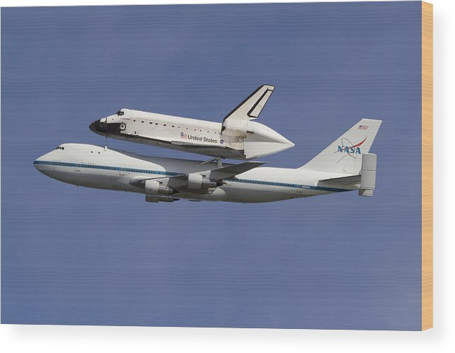 Space Shuttle Wood Print featuring the photograph Final Flight Of The Endeavour by Rick Pisio