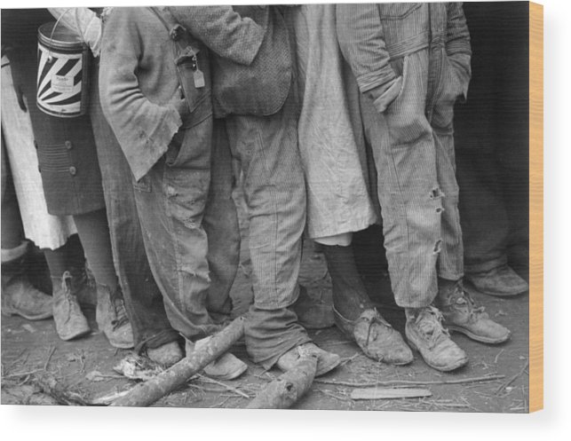 1937 Wood Print featuring the photograph Flood Refugees, 1937 by Granger