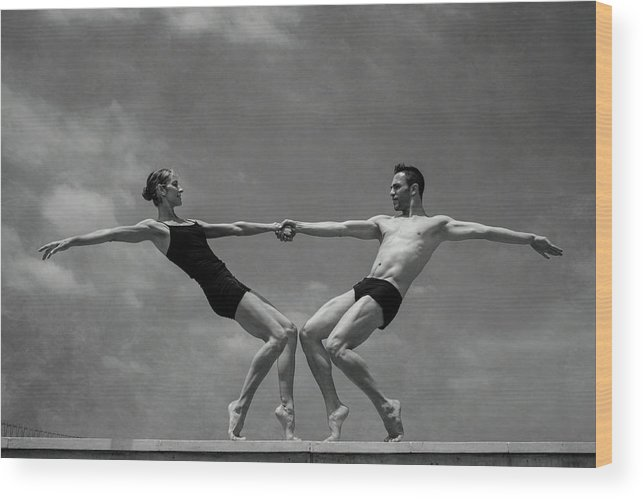 Dance Wood Print featuring the photograph Grace&strenght 2.0 by Antonio Arcos Aka