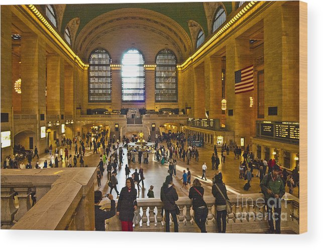 Grand Central Terminal Wood Print featuring the photograph Grand Central Terminal Nyc by Zbigniew Krol