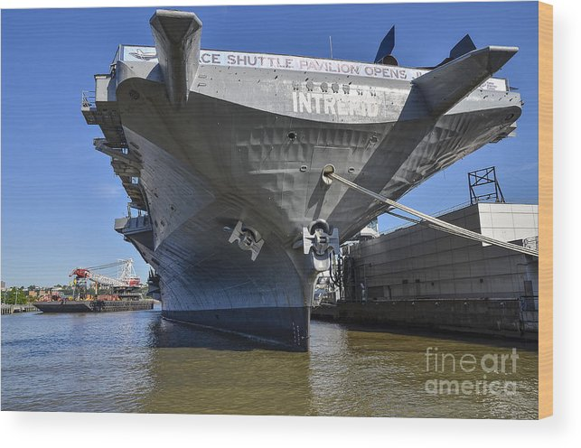 Intrepid Wood Print featuring the photograph Intrepid At City Harbor by Zbigniew Krol