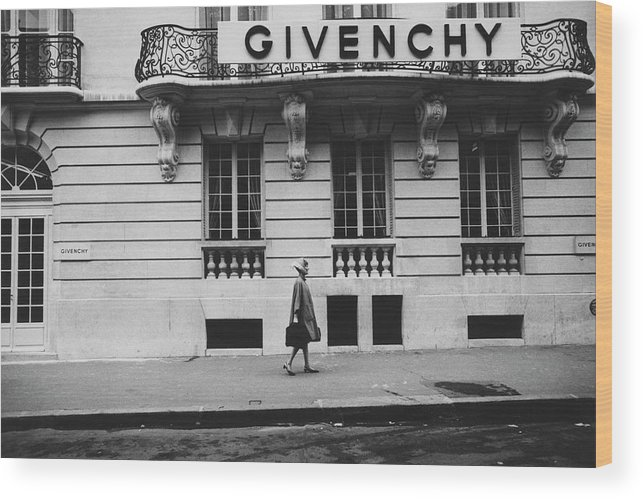 Exterior Wood Print featuring the photograph Isabel O'donnell In Front Of Givenchy by Knight Russell