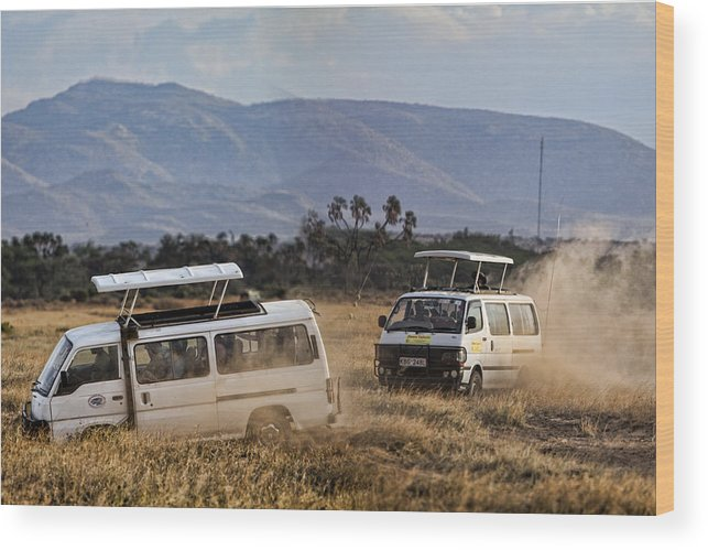 Tourism Tourists Vans Racing Wood Print featuring the photograph Mad Rush by Wendy White